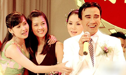 Những tình huống dở khóc dở cười trong đám cưới sao Việt: Suýt sạt nghiệp vì khách mời tăng đột biến, khán giả lên tận lễ đường xin chữ ký - Ảnh 8.