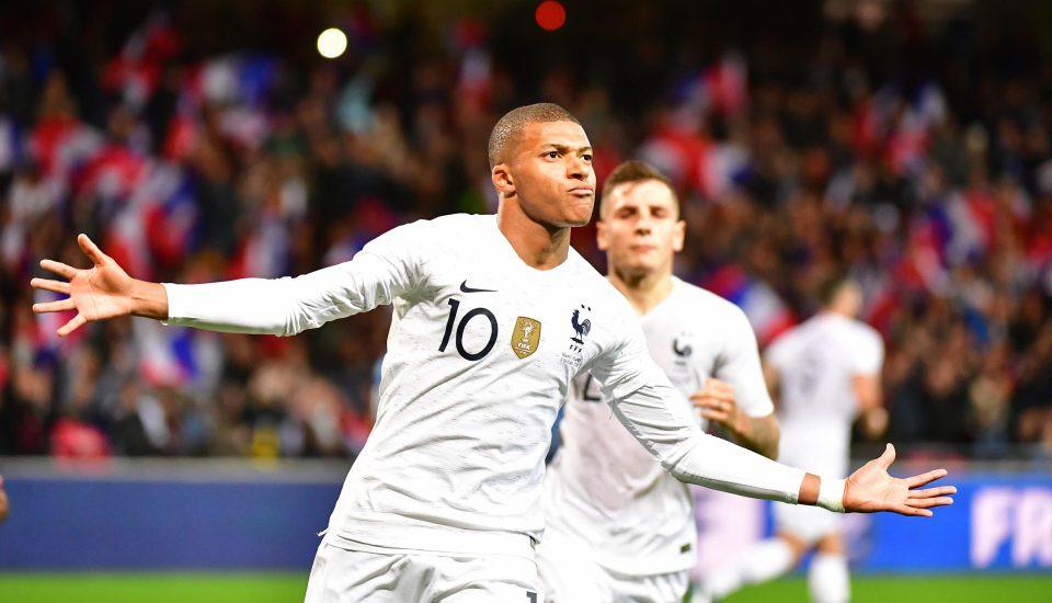 Nhà vô địch thế giới Pháp thoát thua hú vía nhờ bàn thắng phút 90 của Mbappe - Ảnh 7.