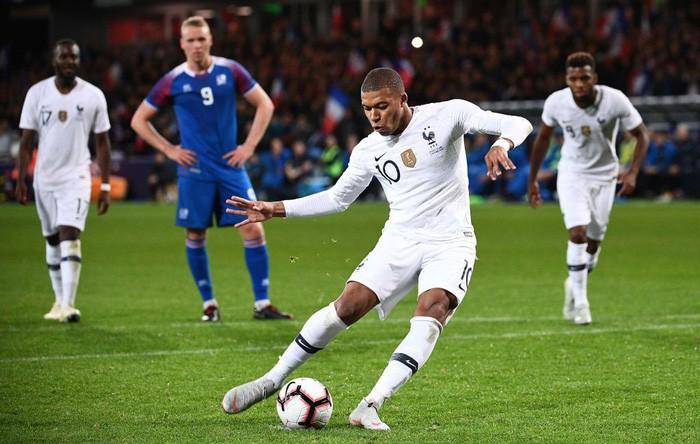 Ở tuổi 19, sao trẻ hay nhất World Cup 2018 tiếp tục xô đổ kỷ lục khó tin trong lịch sử bóng đá Pháp - Ảnh 1.