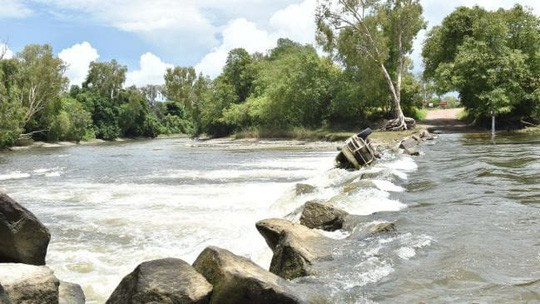 Úc: Đang đi câu cá, người phụ nữ bị cá sấu tha đi - Ảnh 2.