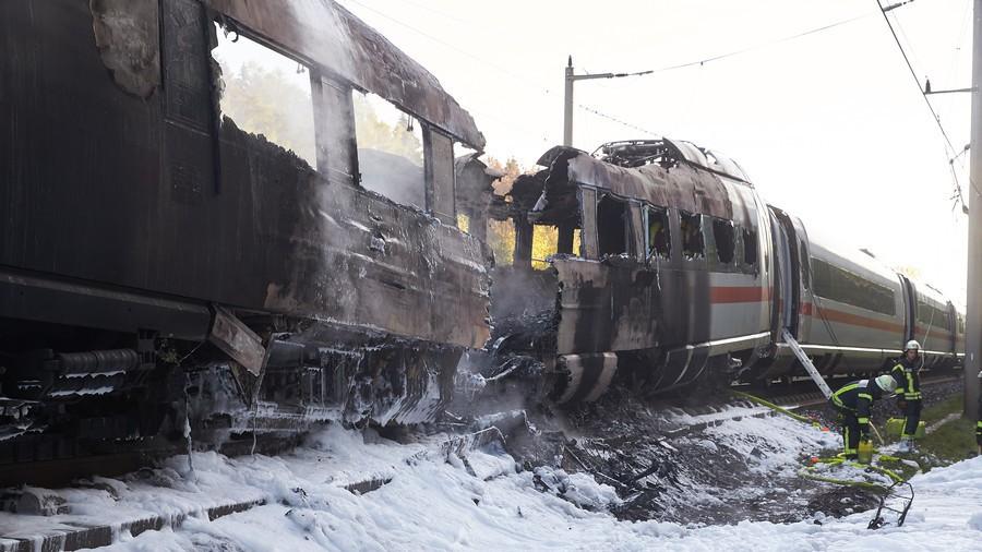 Hiện trường tàu cao tốc cháy rụi tại Đức, 500 hành khách tháo chạy - Ảnh 4.