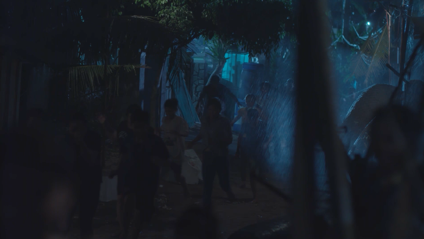 Hậu Duệ Mặt Trời bản Việt: Khả Ngân lao xe xuống vách núi, siêu bão cấp 17 ập tới đảo Hải Phong - Ảnh 5.