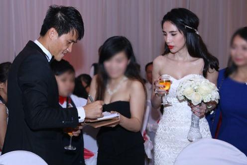 Những tình huống dở khóc dở cười trong đám cưới sao Việt: Suýt sạt nghiệp vì khách mời tăng đột biến, khán giả lên tận lễ đường xin chữ ký - Ảnh 5.