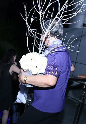 Những tình huống dở khóc dở cười trong đám cưới sao Việt: Suýt sạt nghiệp vì khách mời tăng đột biến, khán giả lên tận lễ đường xin chữ ký - Ảnh 6.
