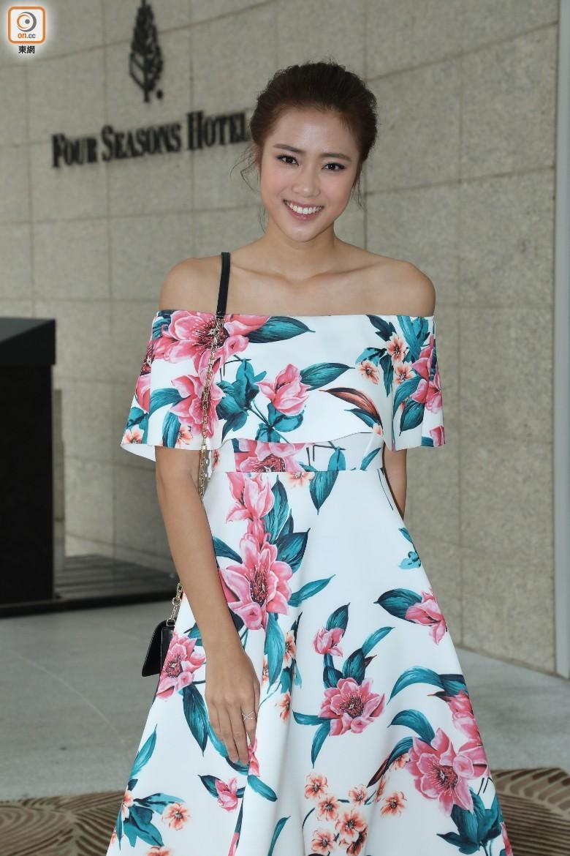 """""""Thị Đế"""" TVB rước thí sinh Hoa hậu Hong Kong kém 13 tuổi về dinh, dàn Á hậu người đẹp Hong Kong nô nức có mặt - Ảnh 11."""