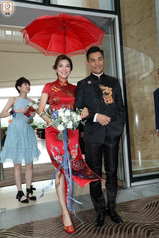 """""""Thị Đế"""" TVB rước thí sinh Hoa hậu Hong Kong kém 13 tuổi về dinh, dàn Á hậu người đẹp Hong Kong nô nức có mặt - Ảnh 3."""