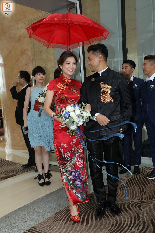 """""""Thị Đế"""" TVB rước thí sinh Hoa hậu Hong Kong kém 13 tuổi về dinh, dàn Á hậu người đẹp Hong Kong nô nức có mặt - Ảnh 4."""