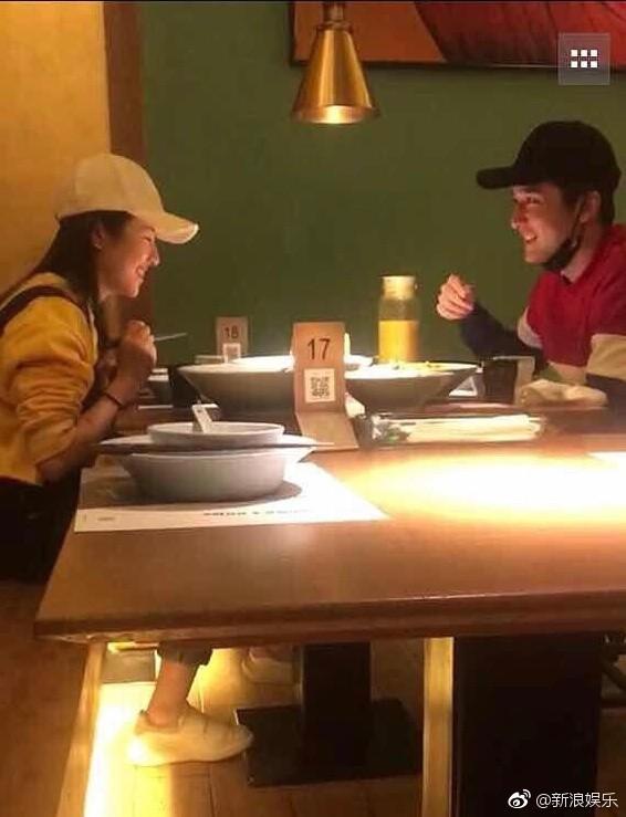 Cặp đôi Xin chào, ngày xưa ấy bất ngờ lộ ảnh ôm ấp siêu tình cảm, rộ nghi vấn phim giả tình thật - Ảnh 4.