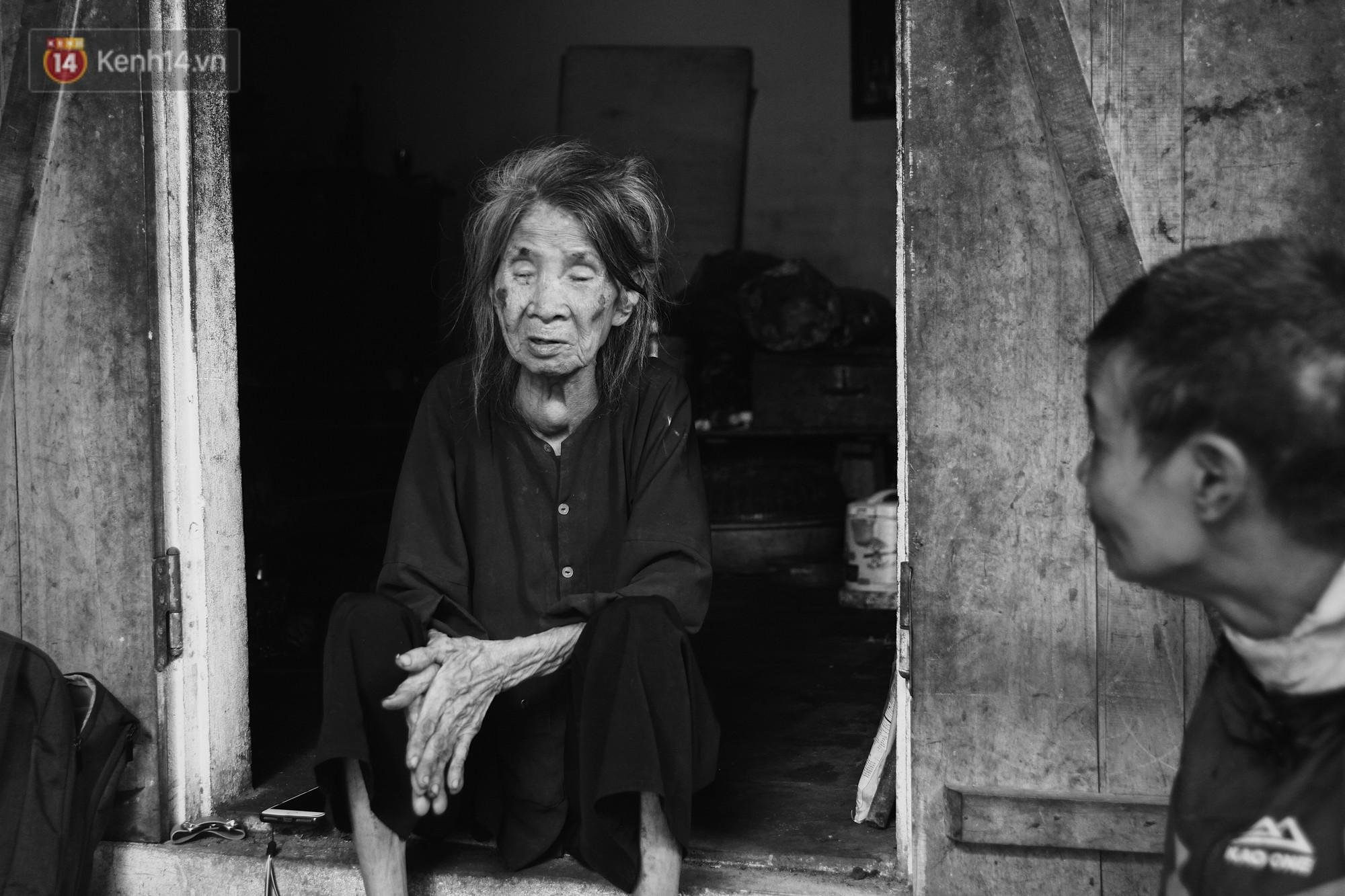 Ở Hà Nội, có một người mẹ mù gần 90 tuổi vẫn ngày đêm chăm đứa con gái điên: Còn sống được lúc nào, thì tôi còn nuôi nó - Ảnh 10.