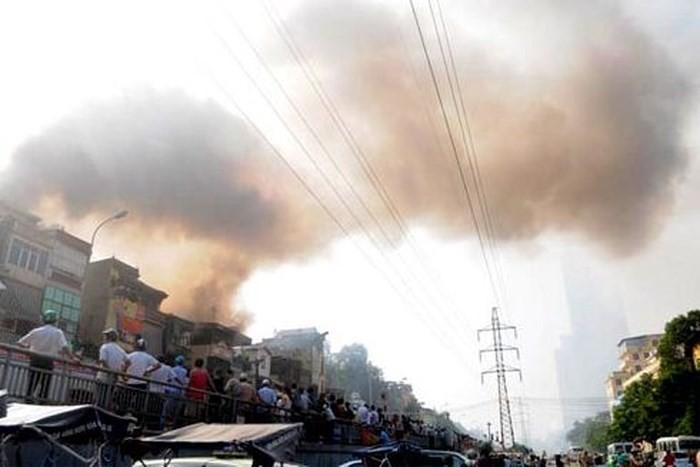 Những vụ cháy lớn kinh hoàng chỉ vì thói quen bất cẩn khi đốt vàng mã - Ảnh 1.