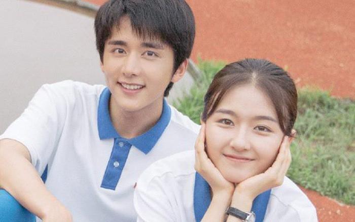 Cặp đôi Xin chào, ngày xưa ấy bất ngờ lộ ảnh ôm ấp siêu tình cảm, rộ nghi vấn phim giả tình thật - Ảnh 1.