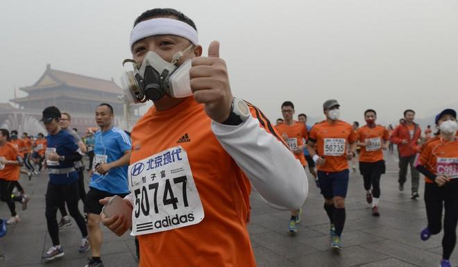 Phòng gym ở Trung Quốc phải lọc không khí và bơm thêm oxy để chống lại ô nhiễm - Ảnh 1.