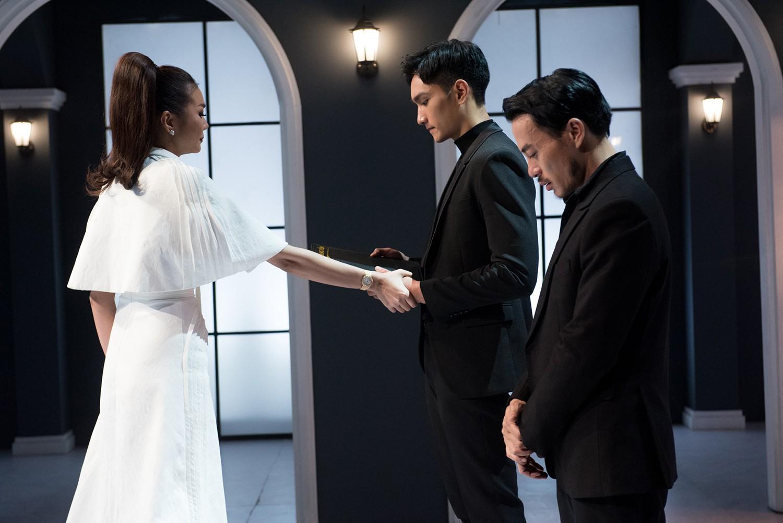 Bị loại thí sinh đầu tiên, Võ Hoàng Yến la hét, đập bàn dằn mặt Thanh Hằng