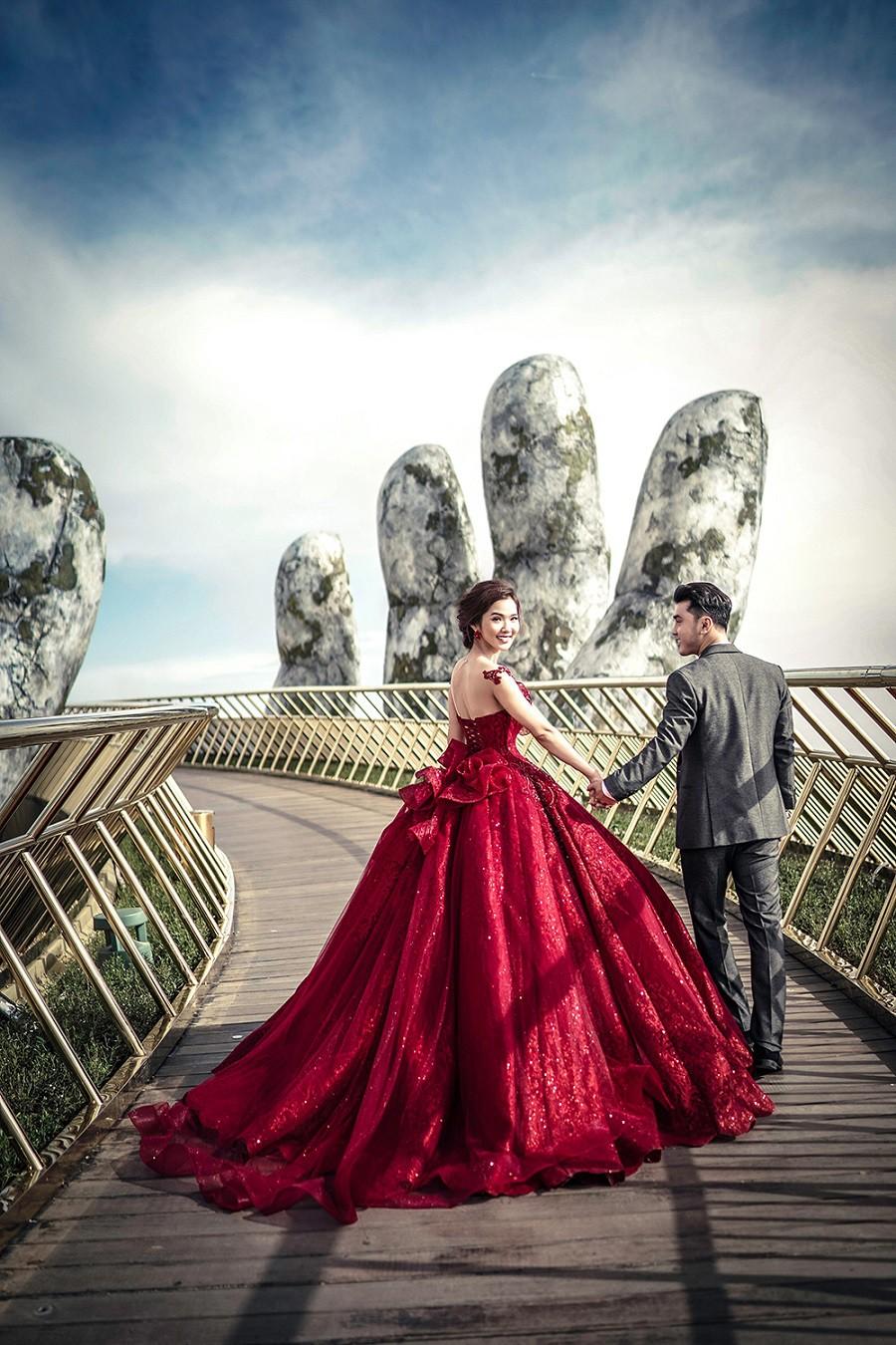 Ưng Hoàng Phúc khoá môi bà xã Kim Cương ngọt ngào trong bộ ảnh cưới, đã ấn định ngày cử hành hôn lễ - Ảnh 12.