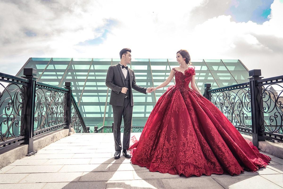 Ưng Hoàng Phúc khoá môi bà xã Kim Cương ngọt ngào trong bộ ảnh cưới, đã ấn định ngày cử hành hôn lễ - Ảnh 13.
