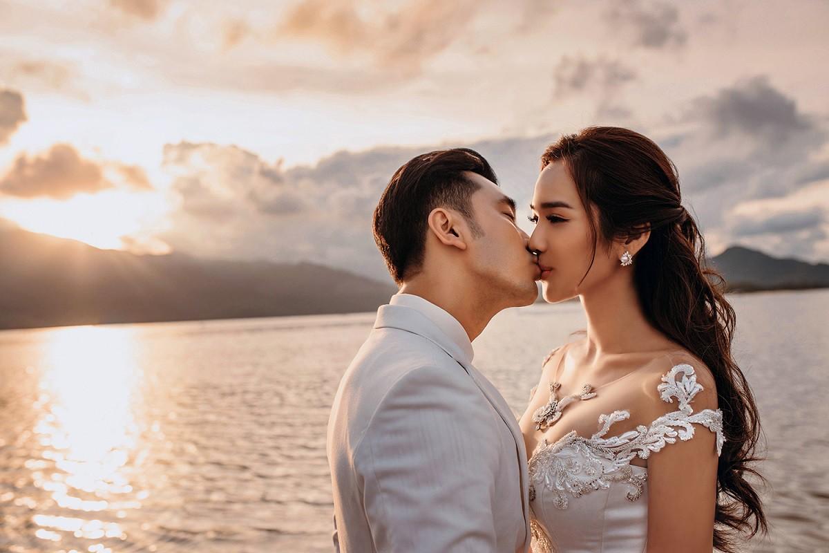 Ưng Hoàng Phúc khoá môi bà xã Kim Cương ngọt ngào trong bộ ảnh cưới, đã ấn định ngày cử hành hôn lễ - Ảnh 10.