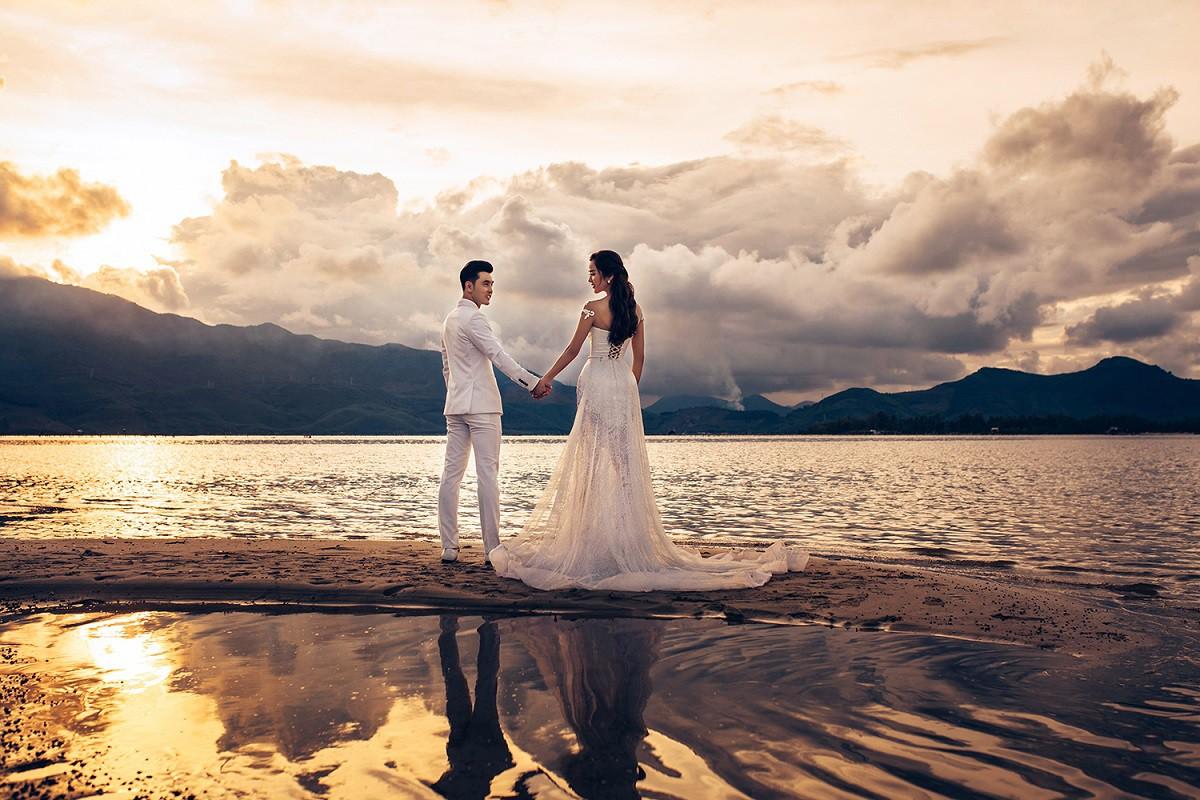 Ưng Hoàng Phúc khoá môi bà xã Kim Cương ngọt ngào trong bộ ảnh cưới, đã ấn định ngày cử hành hôn lễ - Ảnh 9.