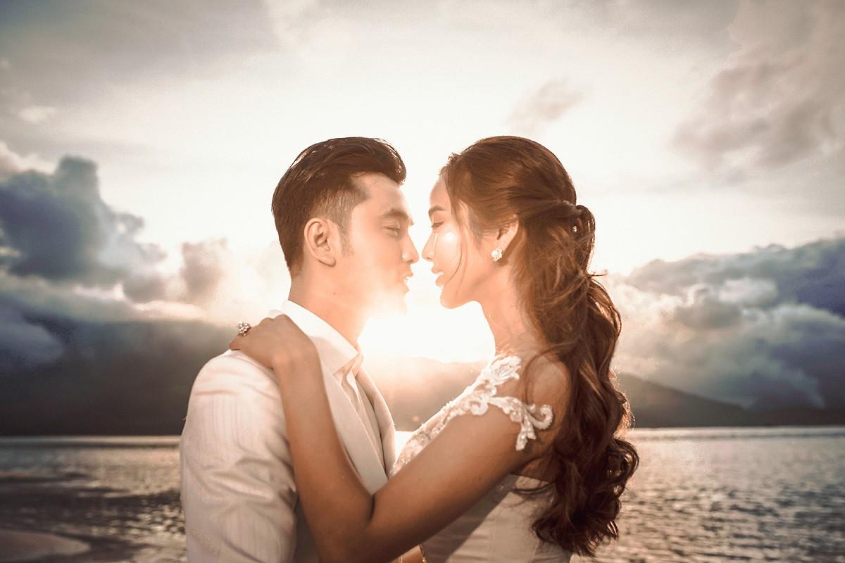 Ưng Hoàng Phúc khoá môi bà xã Kim Cương ngọt ngào trong bộ ảnh cưới, đã ấn định ngày cử hành hôn lễ - Ảnh 8.