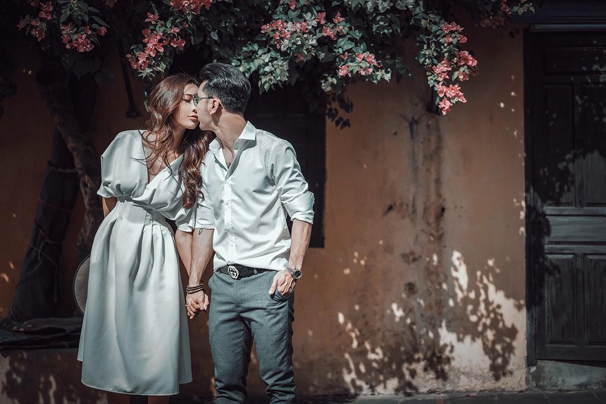 Ưng Hoàng Phúc khoá môi bà xã Kim Cương ngọt ngào trong bộ ảnh cưới, đã ấn định ngày cử hành hôn lễ - Ảnh 6.