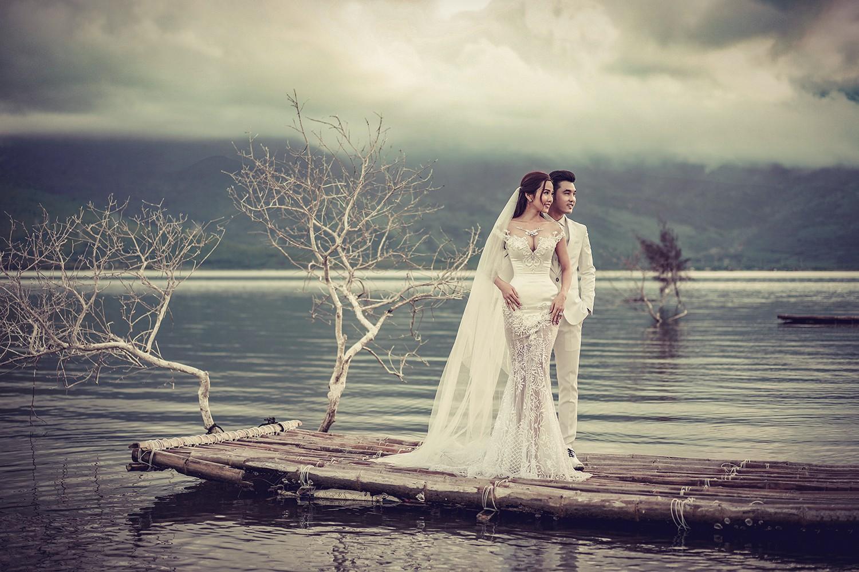 Ưng Hoàng Phúc khoá môi bà xã Kim Cương ngọt ngào trong bộ ảnh cưới, đã ấn định ngày cử hành hôn lễ - Ảnh 4.