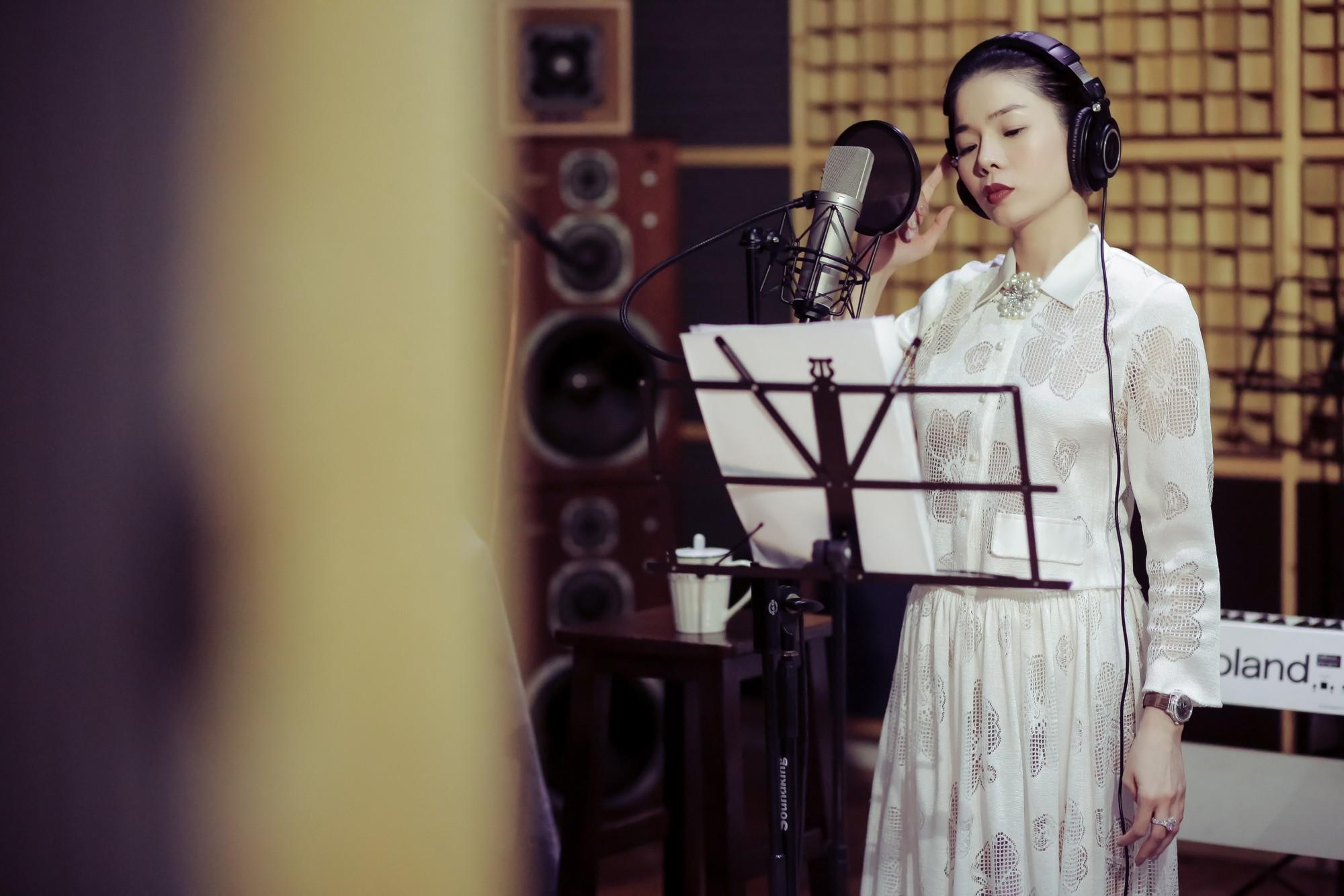 Chiều fan hết cỡ, Lệ Quyên ra mắt một lúc 2 album lớn với 2 dòng nhạc khác nhau