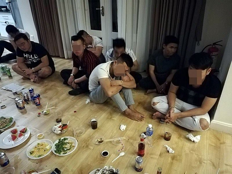 Bắt quả tang bà bầu cùng gần 30 nam thanh nữ tú trong buổi tiệc ma túy tập thể ở biệt thự ven biển - Ảnh 3.