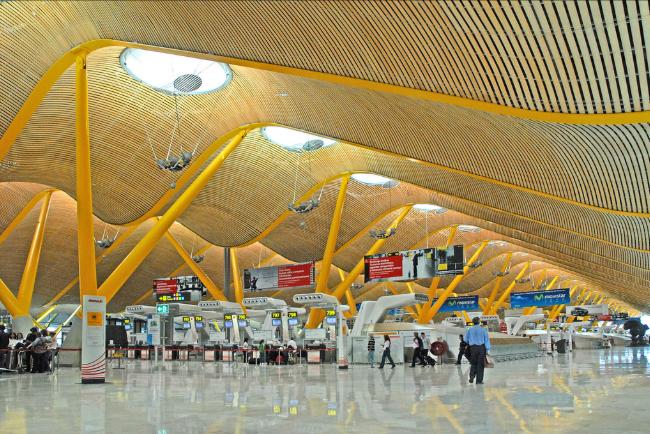 Top 10 sân bay đẹp mê ly, kể cả delay 1 tuần hành khách vẫn vui vẻ chấp nhận - Ảnh 12.
