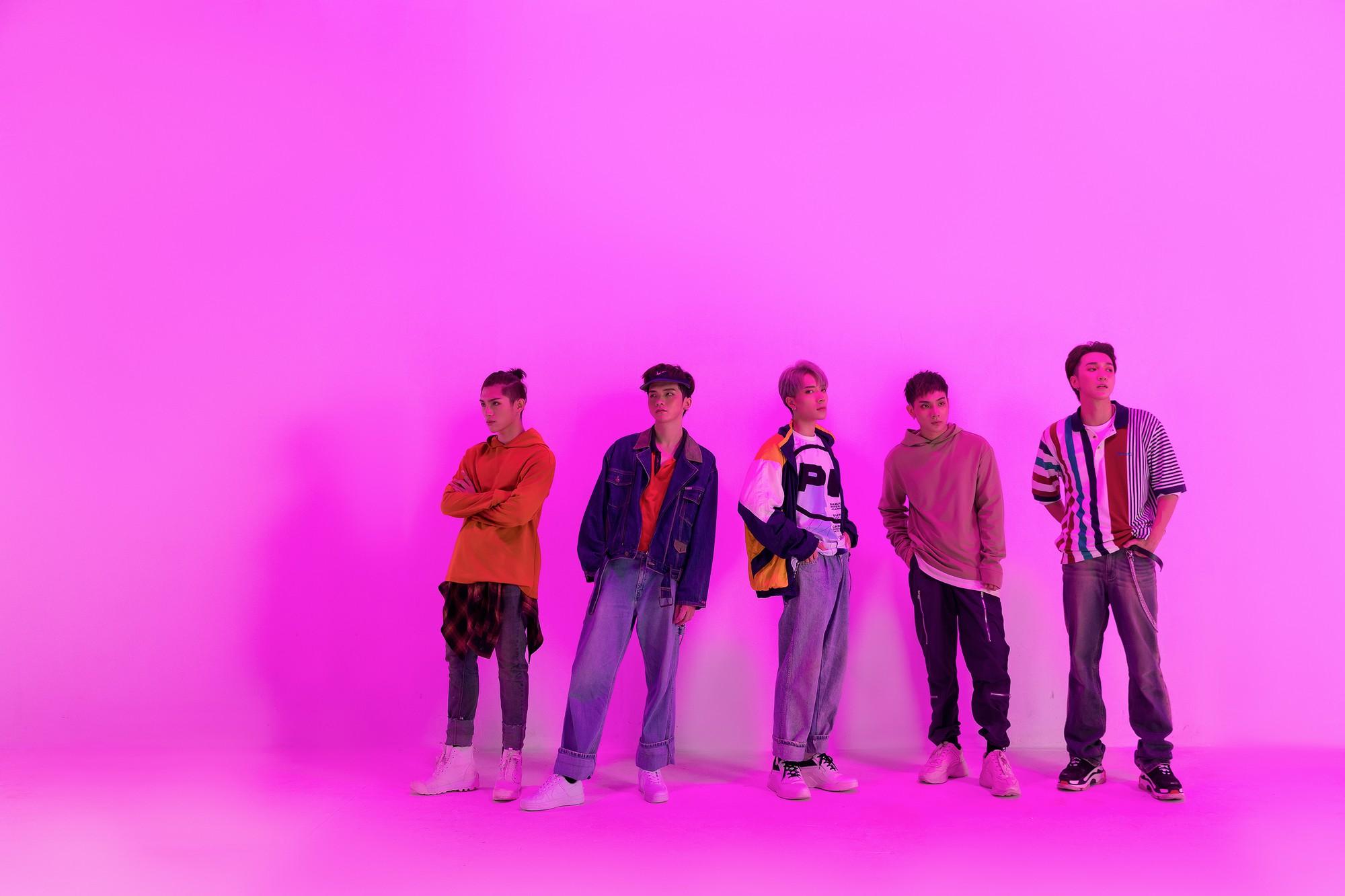Monstar hoàn tất đội hình 5 thành viên, tổ chức đám cưới ảo diệu trên sao Hoả trong MV mới - Ảnh 10.