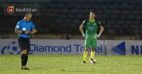 Thủ môn Tiến Dũng mắc hai sai lầm nghiêm trọng, Thanh Hóa thua đau ở trận chung kết Cúp Quốc gia - Ảnh 2.