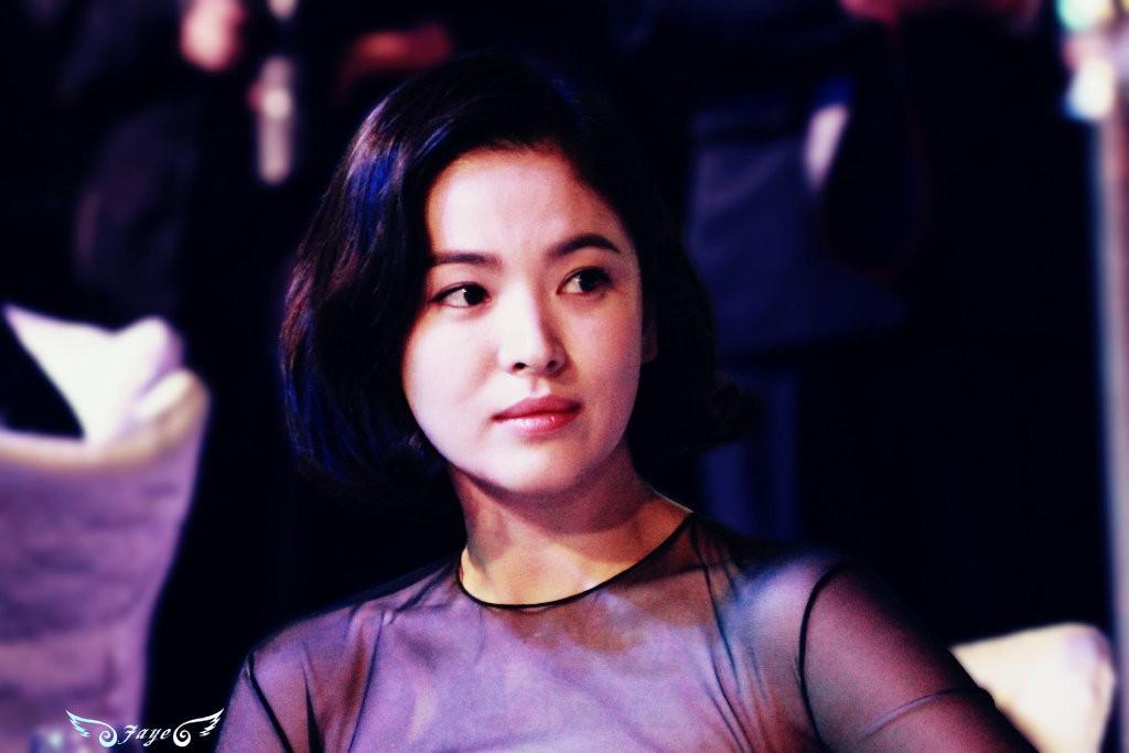 Song Hye Kyo: 10 năm nhan sắc đỉnh cao với tóc ngắn - Ảnh 4.