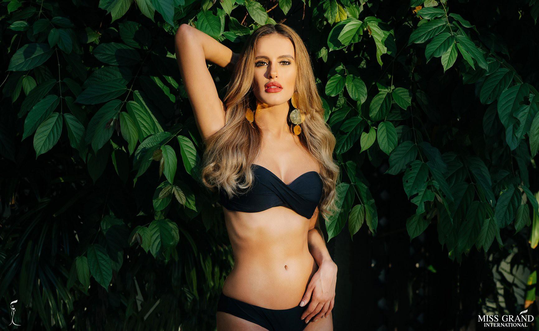 Phương Nga khoe body nóng bỏng, ngồi vị trí trung tâm trong bộ ảnh bikini tại Miss Grand International 2018 - Ảnh 6.