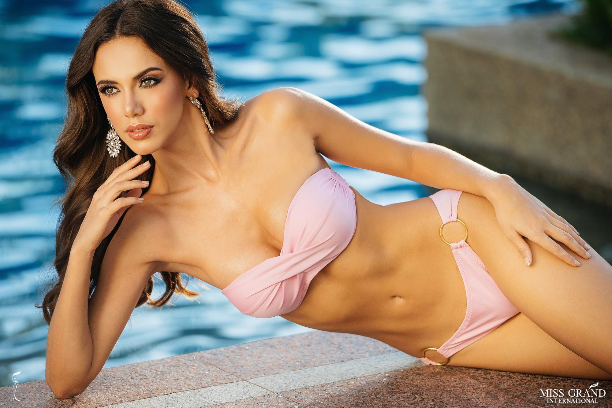 Phương Nga khoe body nóng bỏng, ngồi vị trí trung tâm trong bộ ảnh bikini tại Miss Grand International 2018 - Ảnh 3.