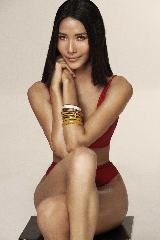 Tăng 6 kg cùng body cực nóng bỏng, đây là bước chuẩn bị đầu tiên của Hoàng Thuỳ cho Miss Universe 2019 - Ảnh 2.