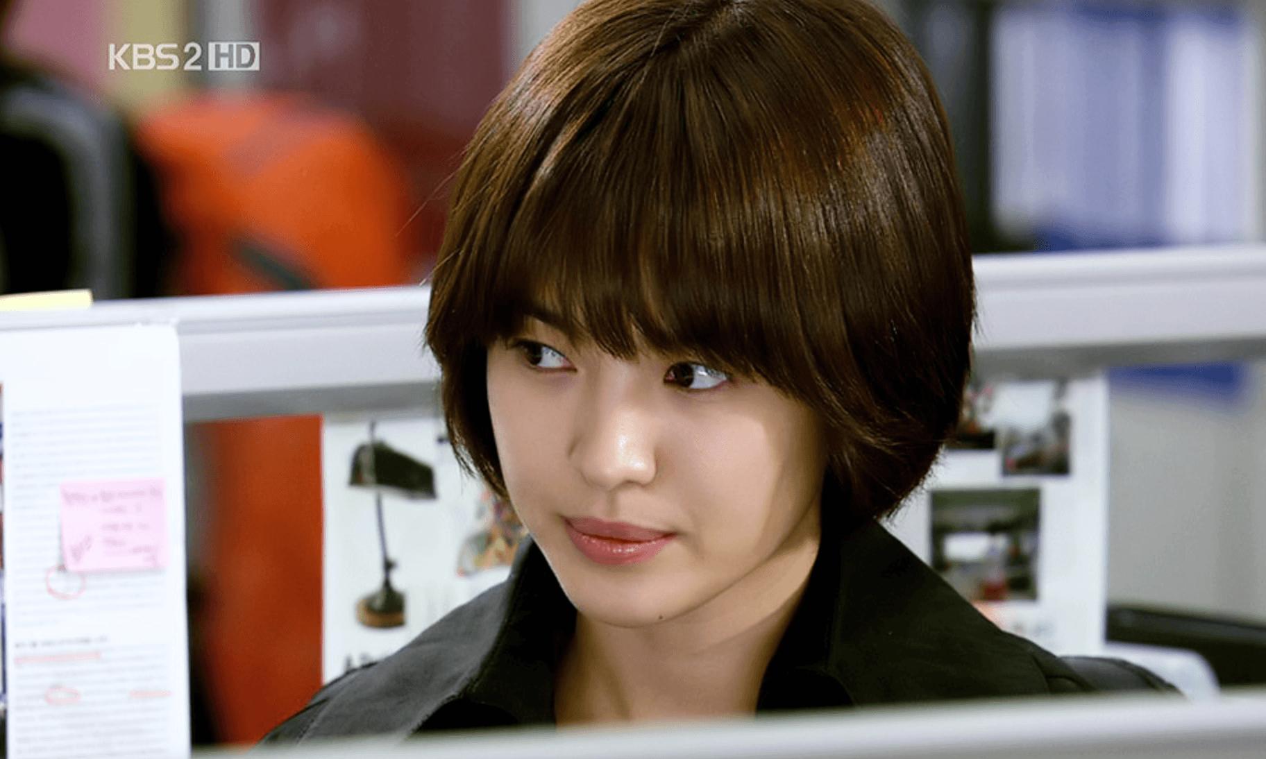 Song Hye Kyo: 10 năm nhan sắc đỉnh cao với tóc ngắn - Ảnh 1.