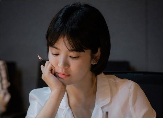 Song Hye Kyo: 10 năm nhan sắc đỉnh cao với tóc ngắn- Ảnh 21.