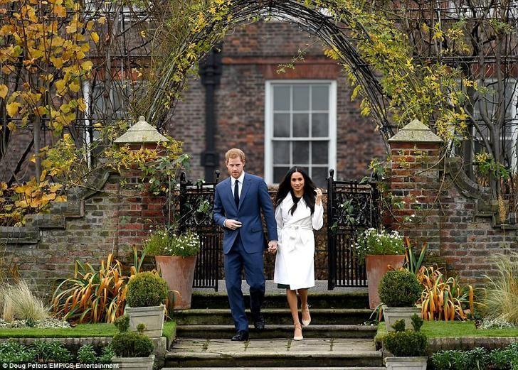 Công nương Meghan đã có bầu và đây là những điều cần biết về em bé út cưng của Hoàng gia Anh - Ảnh 2.