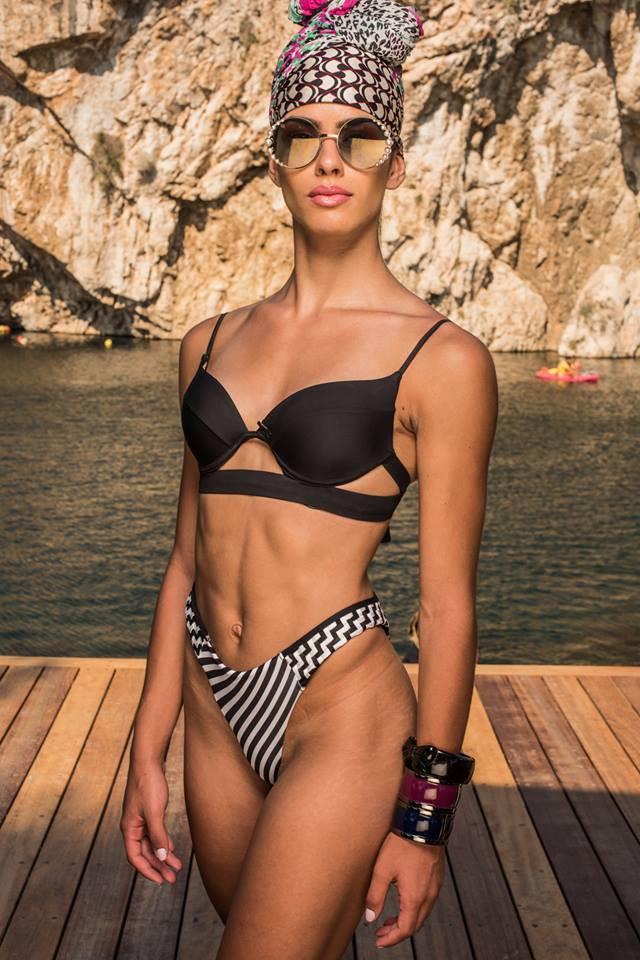 Chụp hình dưới nước, thí sinh Next Top Hi Lạp bị... lộ hàng đồng loạt kèm theo biểu cảm ...