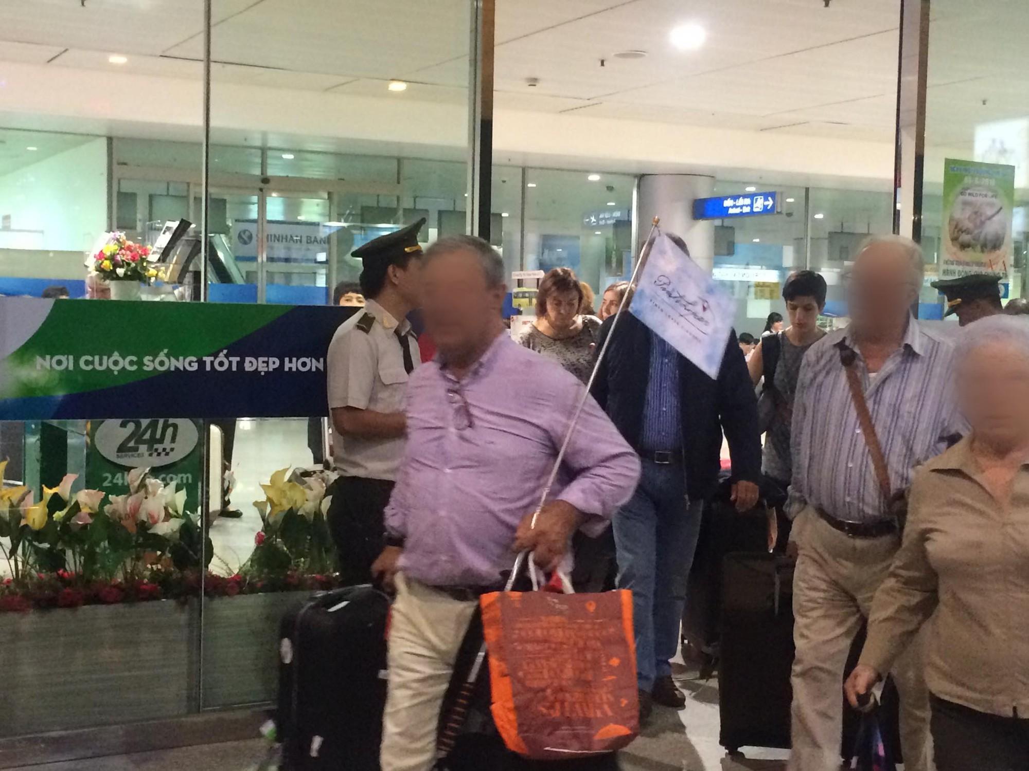 Du khách Trung Quốc nhảy lầu tự tử ở Sân bay Tân Sơn Nhất - Ảnh 1.