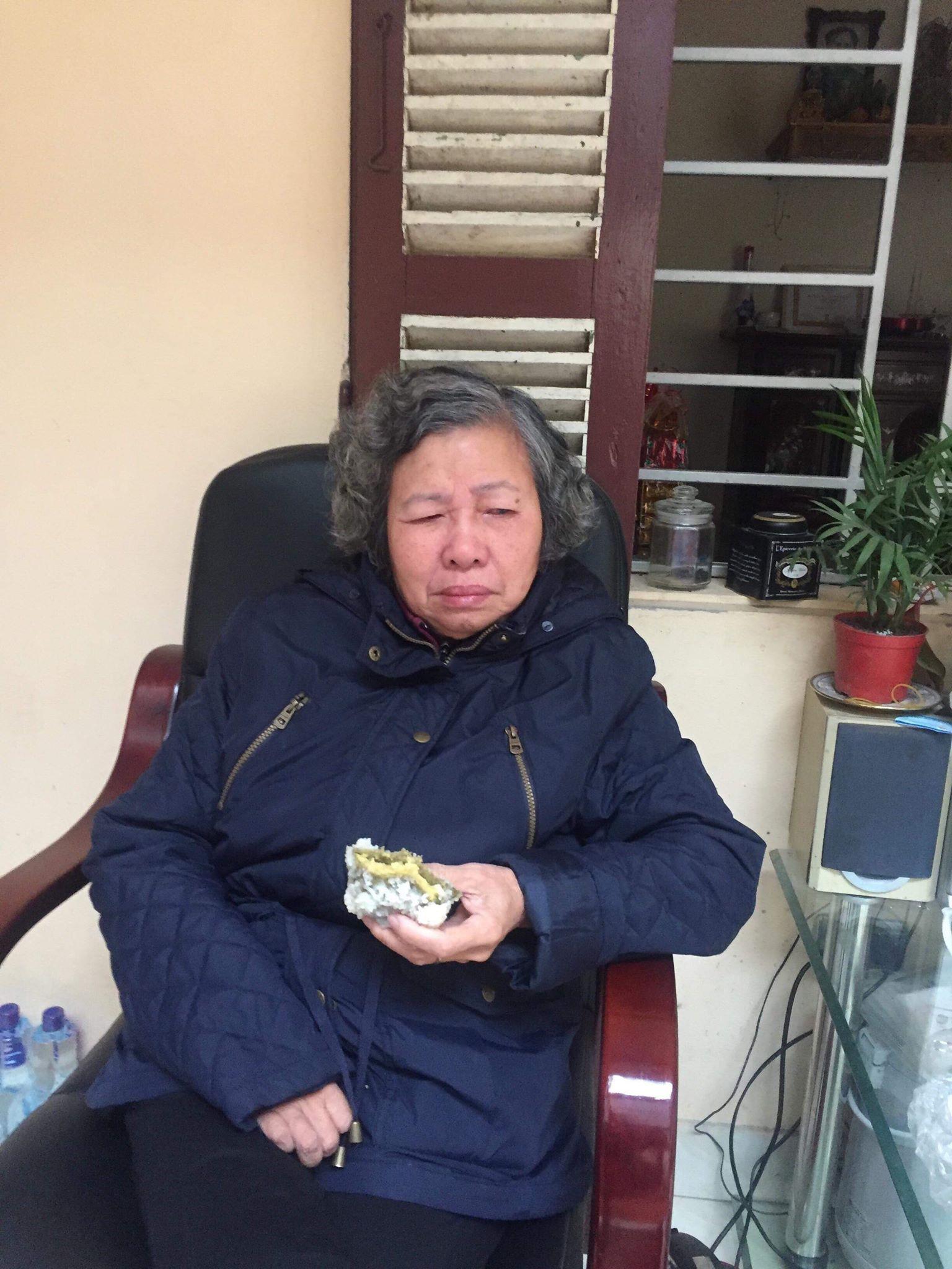 Bà nội dễ thương gần 80 tuổi vẫn chăm chỉ đắp dưa leo làm đẹp, biết cháu đi nước ngoài liền dúi 100USD nhờ mua nước hoa - Ảnh 4.