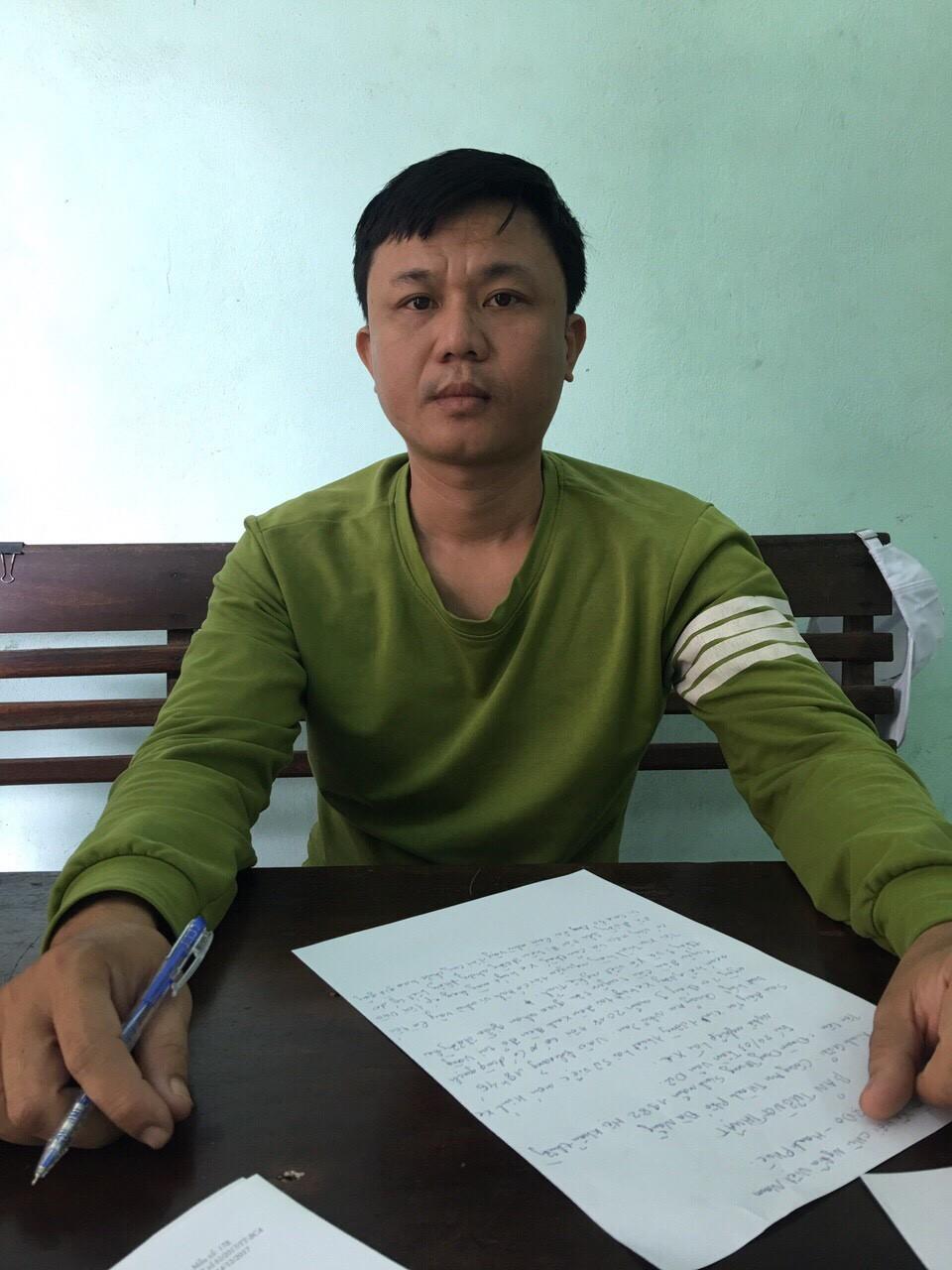 Đối tượng xăm trổ đập phá xe buýt, đe dọa hành khách ở Đà Nẵng bị nghiện ma tuý - Ảnh 1.