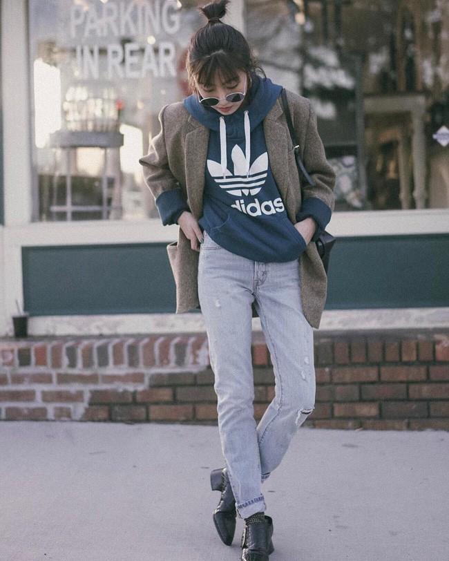 """""""Ngôi sao"""" của mùa đông chính là quần jeans và 15 set đồ sau sẽ giúp các nàng biến hóa tài tình với item này - Ảnh 2."""