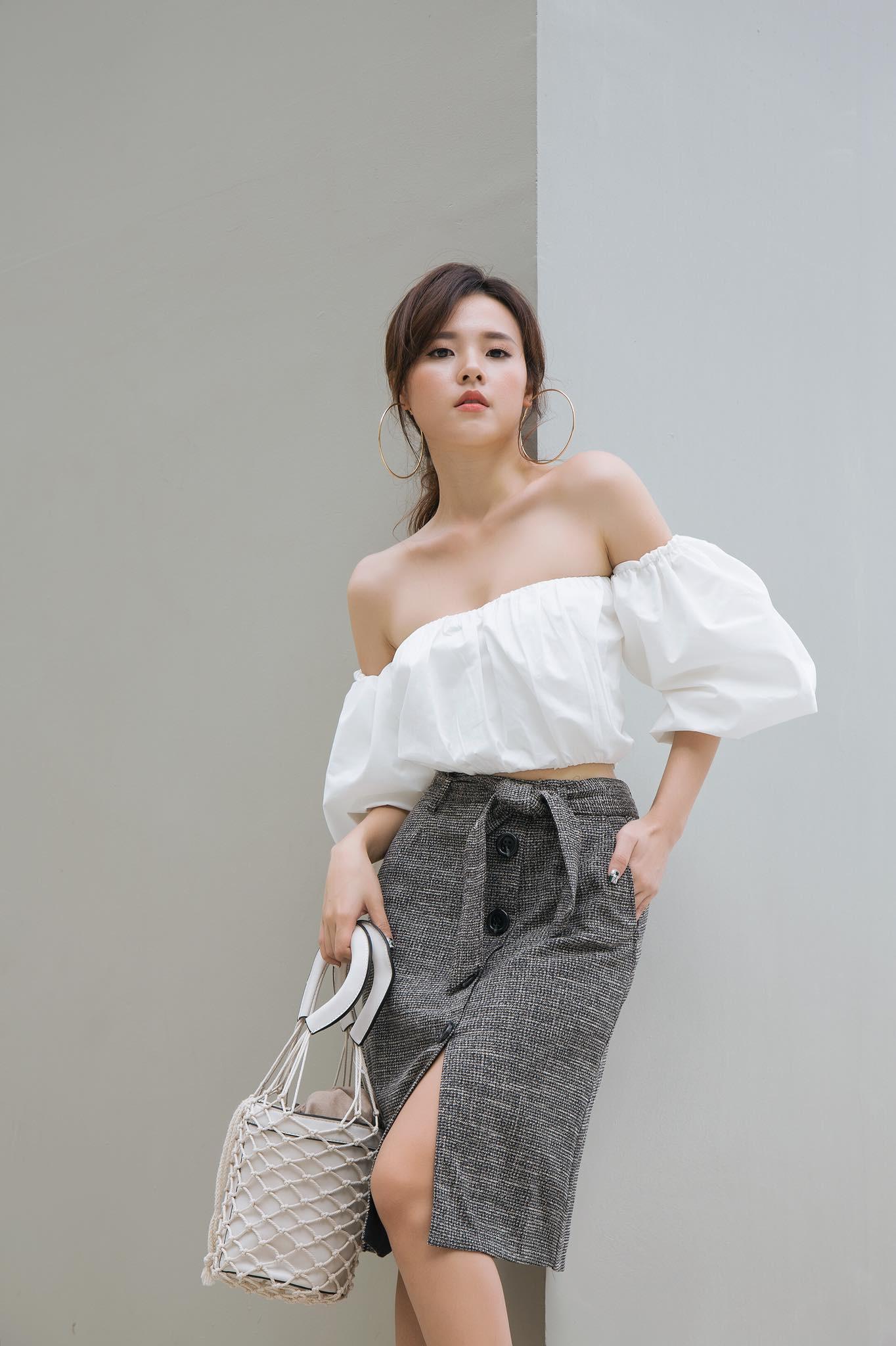 """Dàn mỹ nhân Việt gây """"choáng"""" khi bất ngờ diện bikini khoe dáng nóng bỏng dù suốt ngày trung thành style kín đáo - Ảnh 3."""