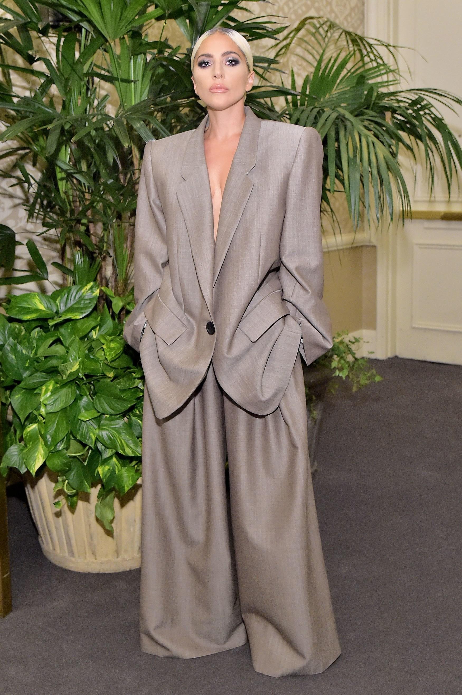 Dân tình chê bộ suit của Lady Gaga thùng thình như bao tải, cô chẳng đoái hoài và lặng lẽ giải thích ý nghĩa - Ảnh 2.