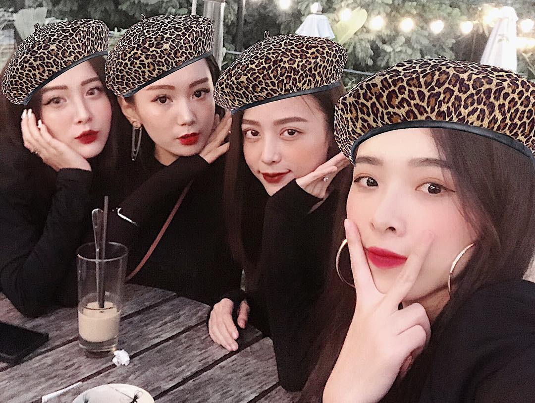 Hội bạn thân hack não người nhìn, nổi nhất chính là em họ xinh đẹp của ca sĩ Hương Tràm - Ảnh 1.
