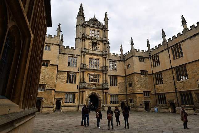Câu hỏi tuyển sinh kỳ cục tại ĐH Oxford: Đá trông như thế nào? - Ảnh 1.
