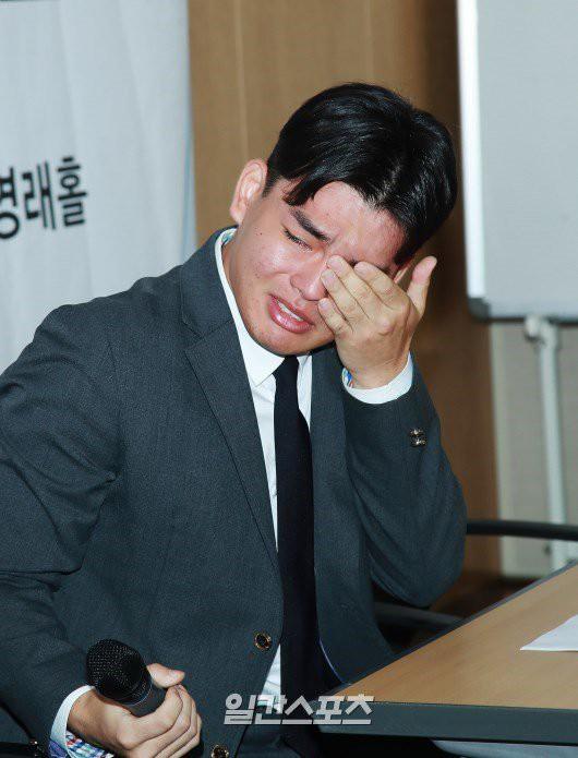 Vụ boygroup Kpop bị bạo hành chấn động Hàn Quốc: Bị giam trong studio đánh đến chảy máu, siết cổ bằng dây guitar - Ảnh 1.