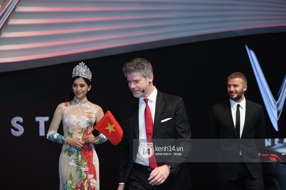 Hoa hậu Tiểu Vy diện váy dạ hội nổi bật, cực xinh đẹp trong sự kiện ra mắt ô tô VINFAST tại Paris - Ảnh 12.