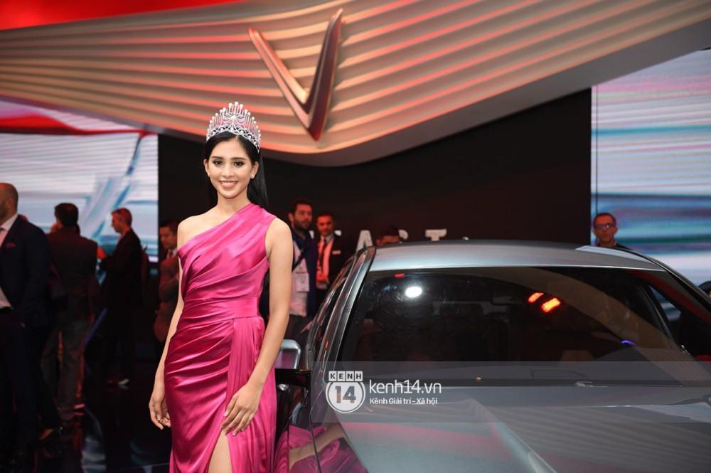 Hoa hậu Tiểu Vy diện váy dạ hội nổi bật, cực xinh đẹp trong sự kiện ra mắt ô tô VINFAST tại Paris - Ảnh 6.