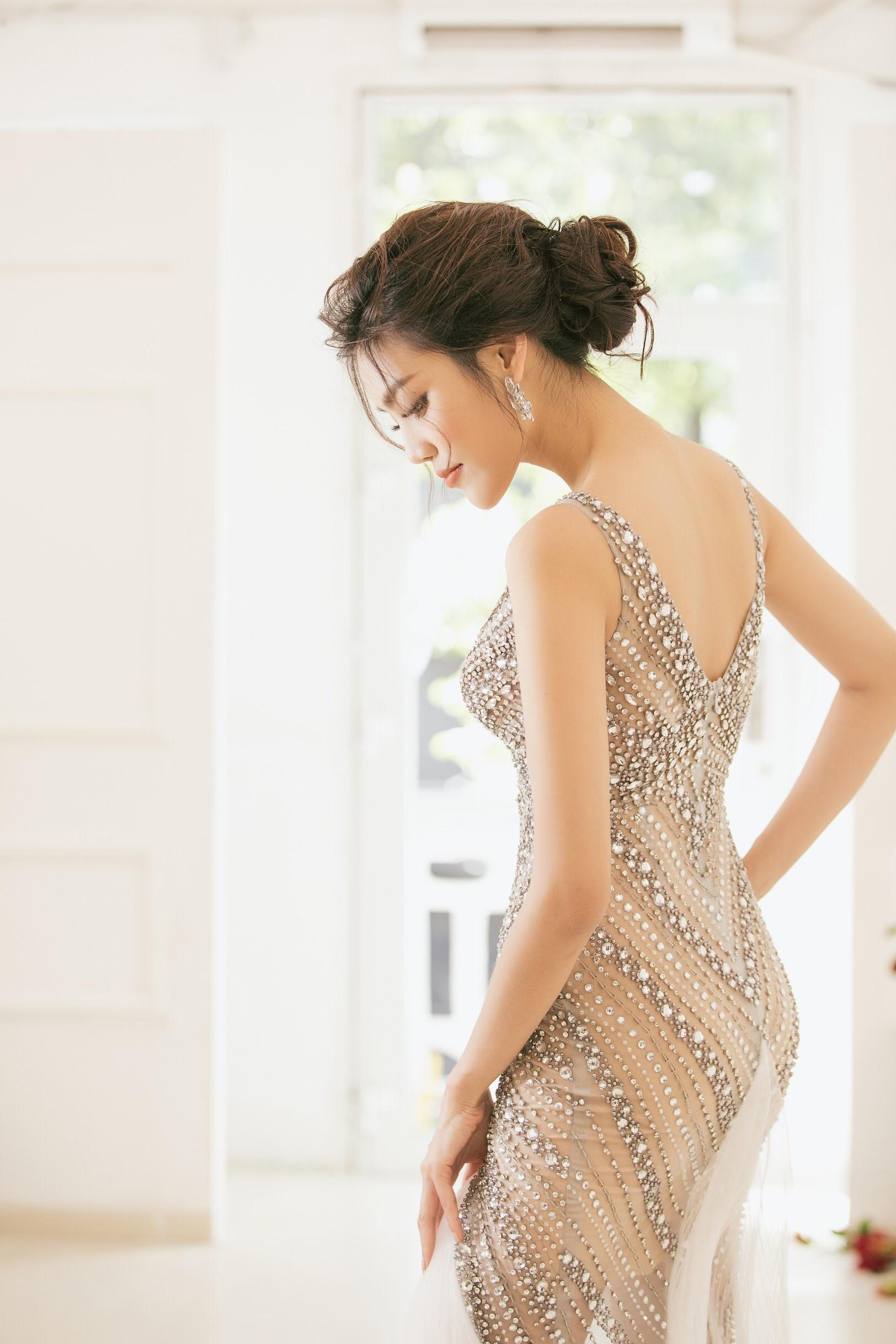 Trước 2 ngày lên xe hoa, loạt ảnh hậu trường thử váy cưới của Lan Khuê chính thức hé lộ - Ảnh 5.
