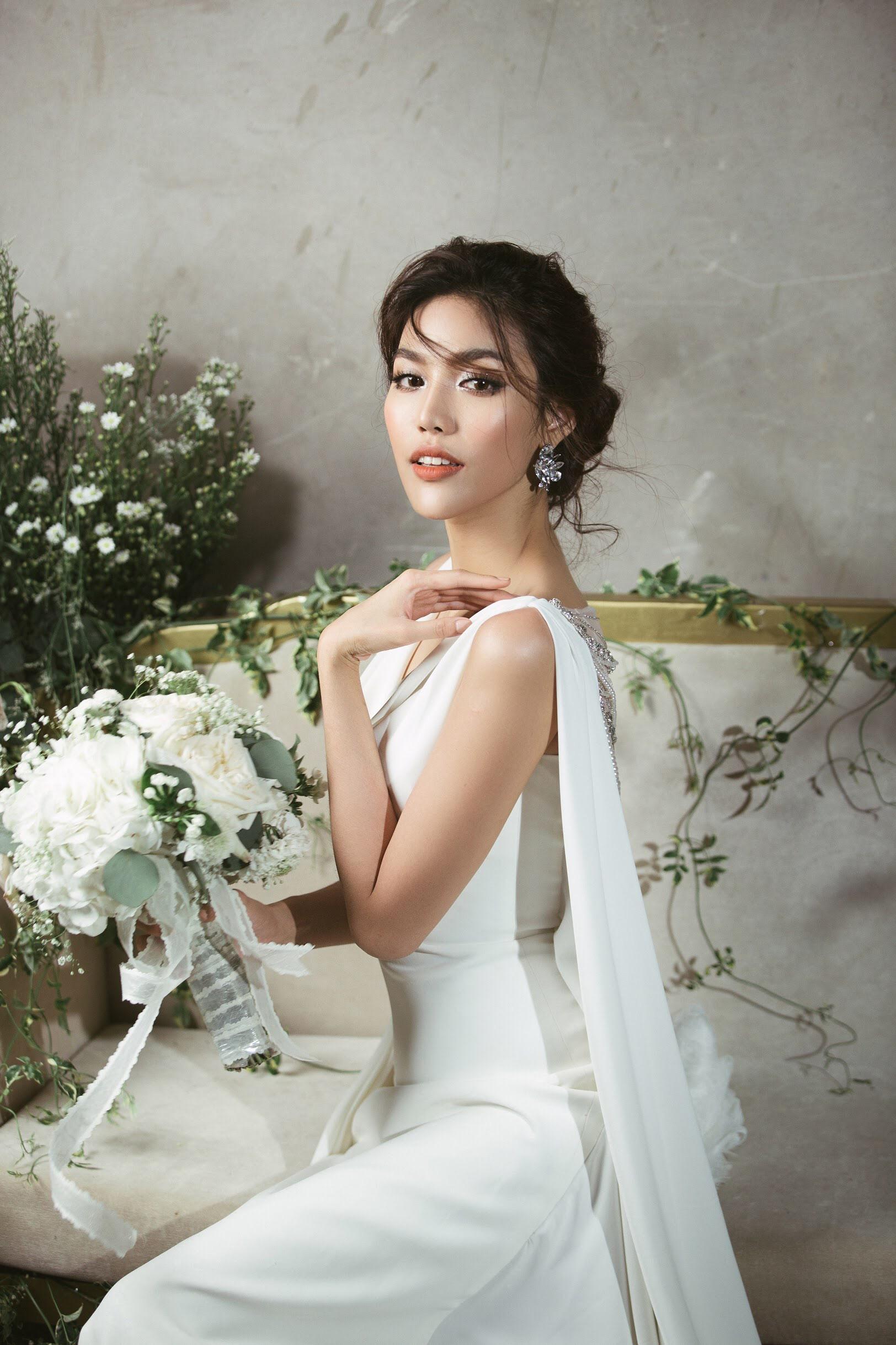 Trước 2 ngày lên xe hoa, loạt ảnh hậu trường thử váy cưới của Lan Khuê chính thức hé lộ - Ảnh 2.